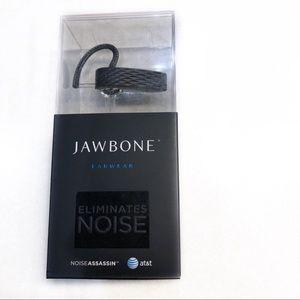 Jawbone earwear eliminates noise